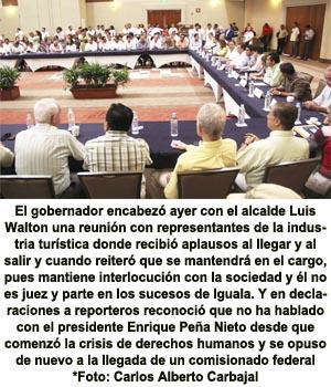 Arropado por empresarios Aguirre insiste en que no se va