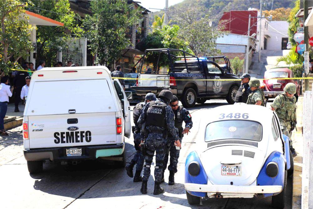Resultado de imagen para matan a dos en taxi azul acapulco